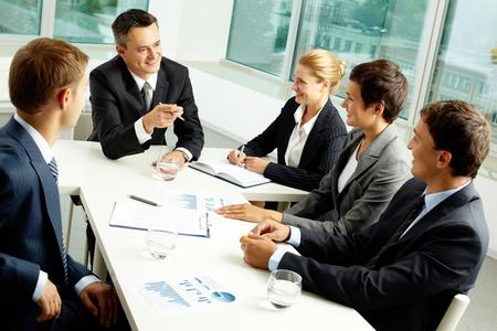 Importance d'intégrer les codes politiques en entreprise